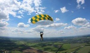 Що потрібно зробити до стрибка з парашутом? Ньанси та місця у Львові