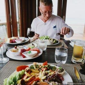 Їжа на Мальдівах: скільки варто поїсти на маафуши і на острове-резорте [draft]